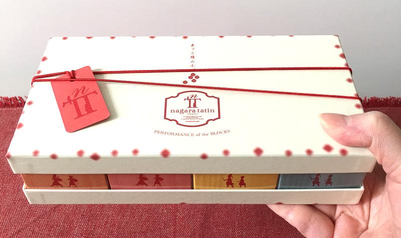 赤と白の可愛いパッケージ