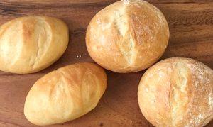 小ぶりな焼きたてパンがご自宅に届きます♪