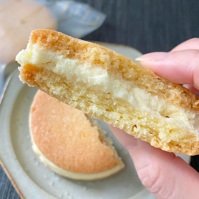 ルタオのベイクドチーズサブレサンドプティフロマージュ